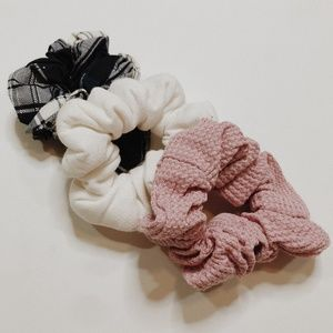 • URBAN OUTFITTERS • textured hair scrunchies